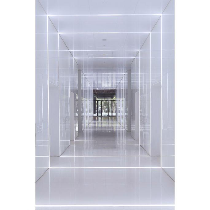 Wanddecoratie Rhythm of the City 023 148x98cm op glas met metalen blind ophang