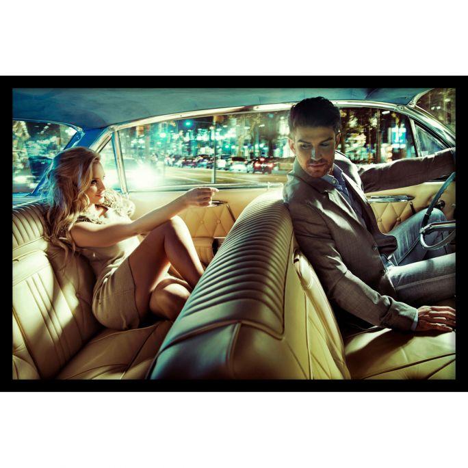 Wanddecoratie Backseat Romance 135x90cmmet zwarte baklijst