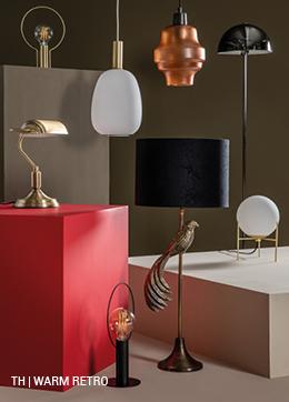 Glanzende verlichting in warm retro interieur bij Trendhopper