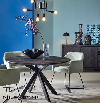 Accentkleur blauw in eetkamer interieur van Trendhopper