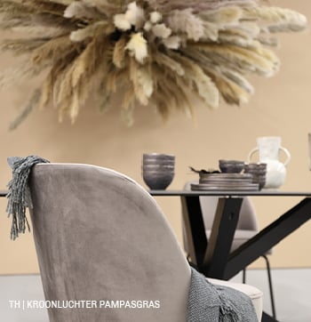 Kroonluchter van pampasgras voor boven tafel bij Trendhopper