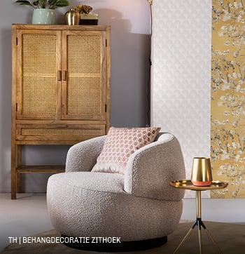 Doe het zelf wanddecoratie van Trendhopper met restjes behang in zithoek