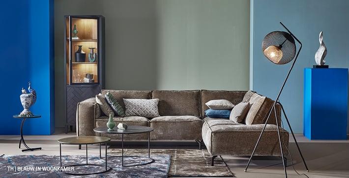 Accentkleur blauw in woonkamer interieur van Trendhopper