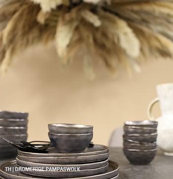 Dromerige sfeer met pampaswolk boven tafel bij Trendhopper