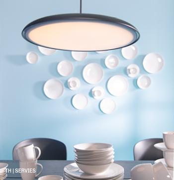 inspiratie voor wanddecoratie met servies in 1 kleur bij trendhopper