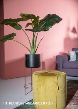 Plantenstandaard, kunstplant en poef van Trendhopper