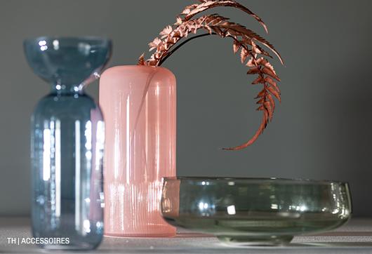 decoratieve gekleurde vazen en schaal van glas en keramiek uit de Trendhopper woonwinkel