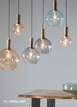 hanglamp met 7 glazen bollampen in verschillende maten en kleuren uit de Trendhopper woonwinkel